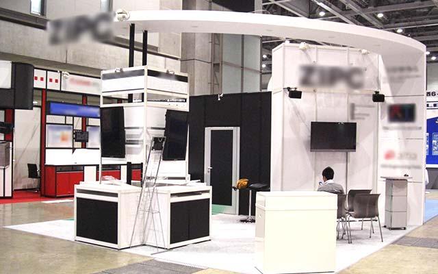 システム部材オクタノルム(Octanorm)の展示会ブース施工事例4
