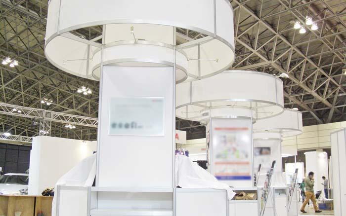 システム部材オクタノルム(Octanorm)の展示会ブース施工事例2
