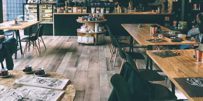 飲食店の店舗内装工事の床